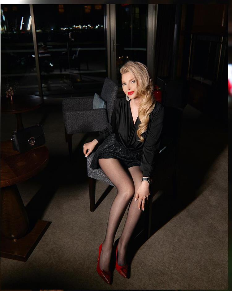 blonde-independent-escort-847.jpg